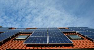 Läs mer om artikeln Installera solceller – solklar trend uppåt